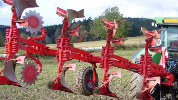 Mounted reversible plough ASTER 140 Turning position, with disc coulters